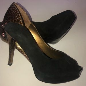 Shoes - Black & gold Guess shoes size 9 women